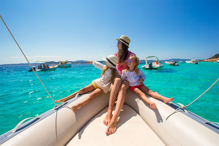 Family on a boat: Renting a boat is a good way to spend holidays with your family!