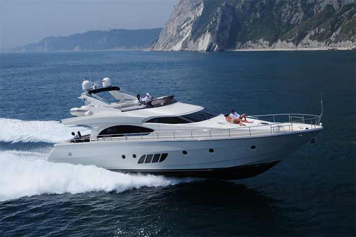Motor boat: If you love the speed, the motor boat is the one that's right for you!
