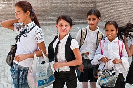 Khiva, funny schoolgirls