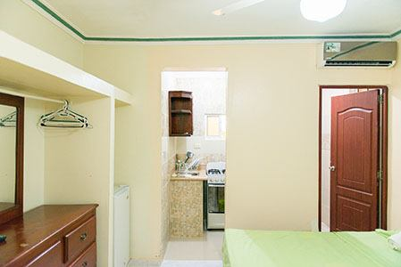 Studio-Apartment-Sleeps-2-Free-Wi-Fi-and-Hot-Water
