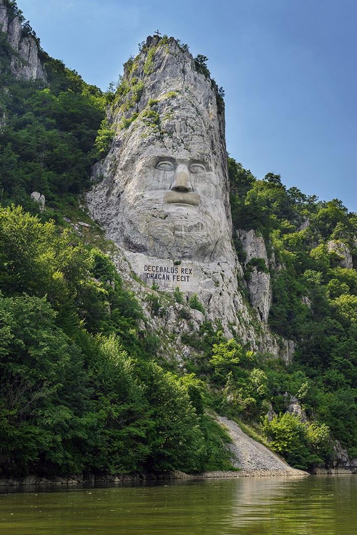 Statuia Decebaluspe Dunare